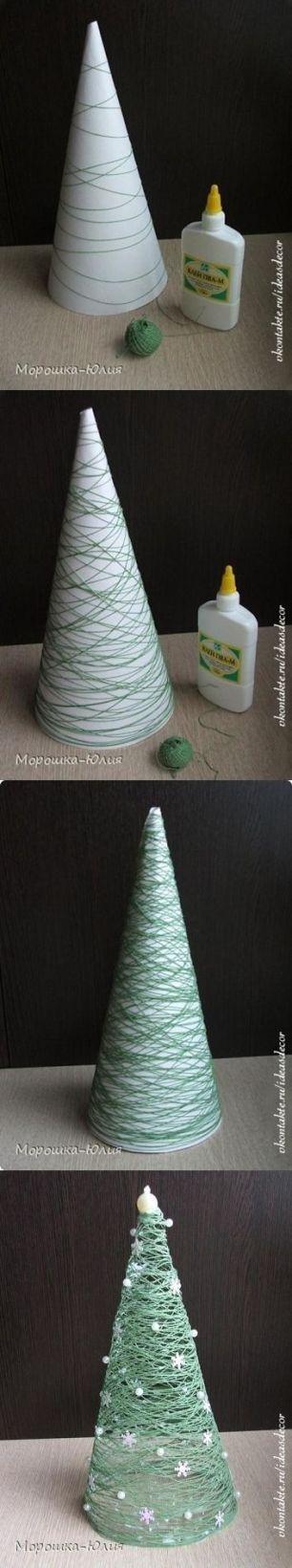 Adoro essa técnica de cola e linha! Um cone de isopor vai te ajudar a motar essa mini árvore linda! Imagem: http://www.craftingintherain.com/2012/11/cone-christmas-trees-ideas.html