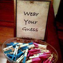 Adorei os pregadores rosas e azuis! Cada um coloca na roupa e a torcida está formada! Foto: taofeminino.com.br